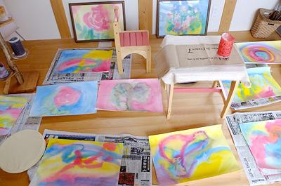 親子で体感!色遊び水彩画アート